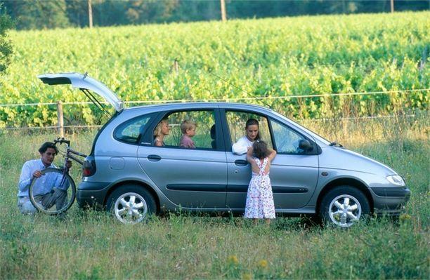 Kaikkien nykyaikaisten tila-autojen äiti - Scenic - tuli markkinoille vuonna 1996.