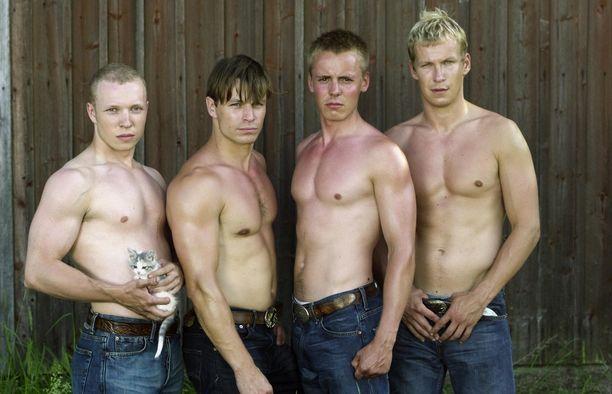 Pahoissa Pojissa näytteli Pääkkösen lisäksi Lauri Nurkse, Peter Franzén ja Niko Saarela.