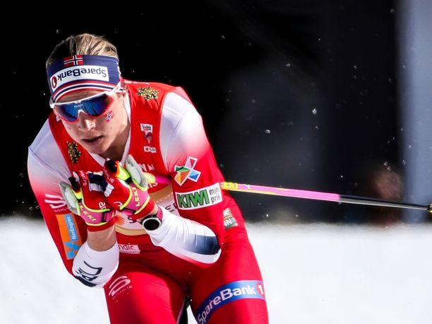Astrid Uhrenholdt Jacobsen on hiihtänyt huipputasolla vaikeista ajoista huolimatta.