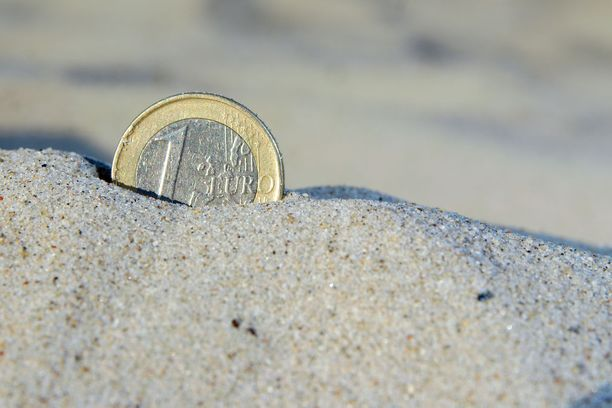 Suomalaiset arvioivat käyttävänsä lomailuun rahaa tänä vuonna viime vuotta vähemmän.