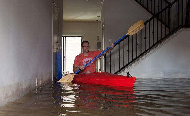 Houstonin asukas meloi asuntonsa läpi torstaina Texasissa.