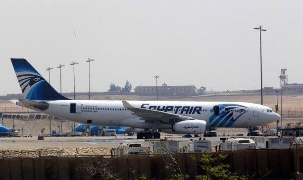 EgyptAirin kone katosi tutkasta noin kolmen kilometrin korkeudessa Egyptin ilmatilassa.