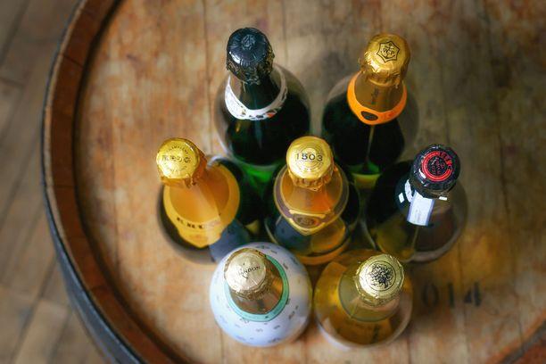 Samppanjapullon lasi on tavanomaista paksumpaa, jotta se ei räjähtäisi. Kuvituskuva.