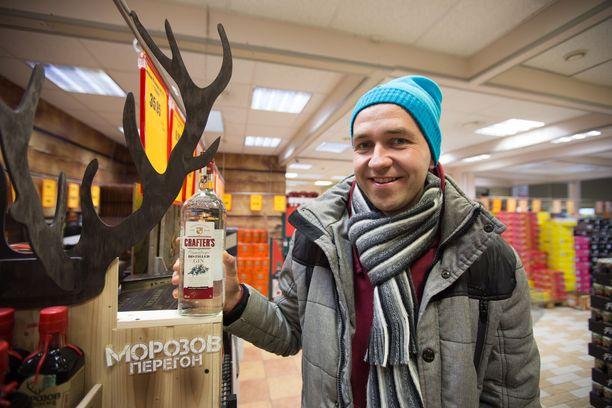 – Virolainen kauppias tykkää nostaa hintoja, väittää Viron alkoholiveron noston hyötyjiin kuuluvan, Latvian Valkassa sijaitsevan Alko1000:n myymäläpäällikkö Meelis Reiljan.