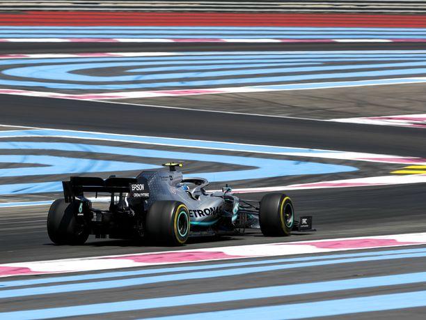 Ranskan GP:n näyttämönä toimivan Paul Ricardin radan suuret turva-alueet antavat kuljettajille paljon anteeksi. Jyrki Järvilehdon mukaan aivan liian paljon.