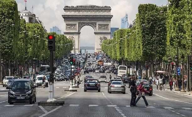 Ranska yrittää saada liikennekuolemat kuriin muun muassa kiristämällä ajokortin teoriakoetta.