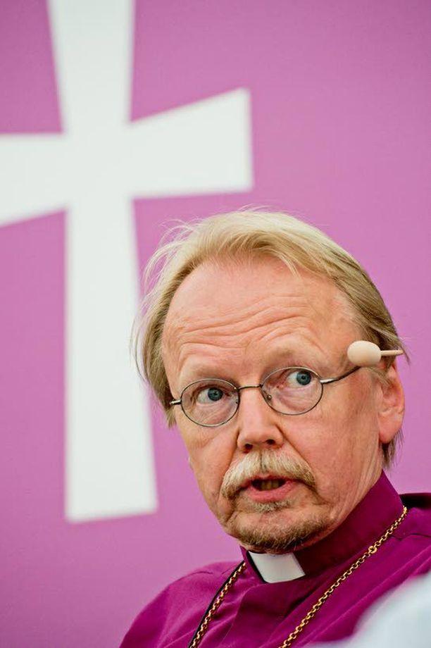Arkkipiispa Kari Mäkisen lausuntojen on arveltu aiheuttaneen katoa kirkosta. Iltalehden kysely ei tätä analyysiä tue.