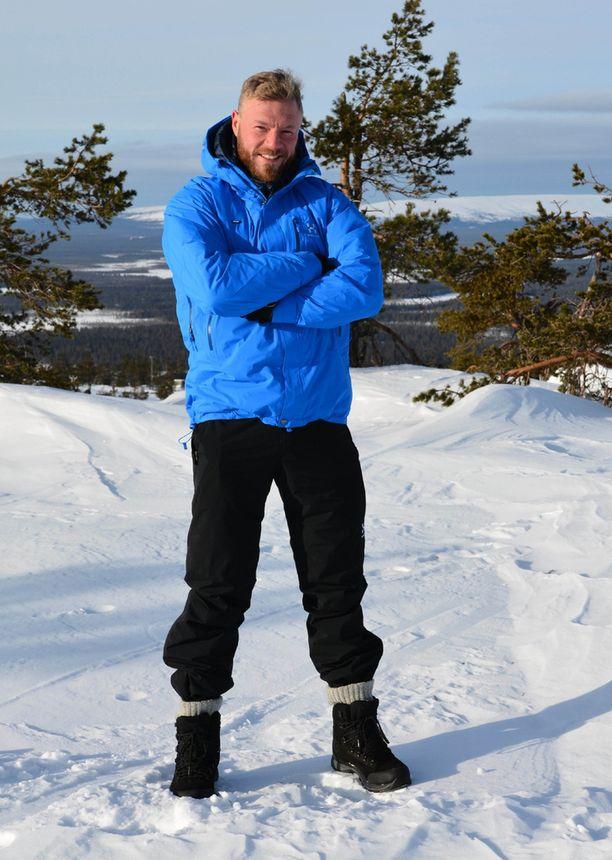 Juha Rouvinen toimii Tehtävä Lapissa -ohjelman isäntänä.