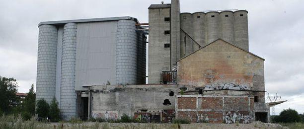 Purkulupaa valmistellaan parhaillaan betonisille viljasiiloille.