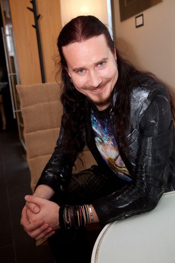 Nightwish tapasi kuolemansairaan pojan, joka lensi Puolasta Joensuuhun tapaamaan idoleitaan.