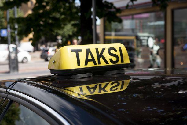 Asiakasta puukottanut taksikuski määrättin pidettäväksi vangittuna. Kuvituskuva.