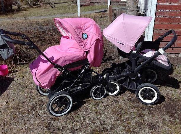 Maria rakastaa pinkkiä ja saatuaan tyttövauvan hän omien sanojensa mukaan hurahti vaaleanpunaisiin vaunuihin. Emmaljunga Super Nitro -vaunuja (kuvassa vasemmalla) Happy Pink -värissä oli vaikea saada, koska väri kuului kuusi vuotta vanhaan mallistoon. Lopulta oikean värinen istuin löytyi Lastenvaunuhullut-ryhmästä.