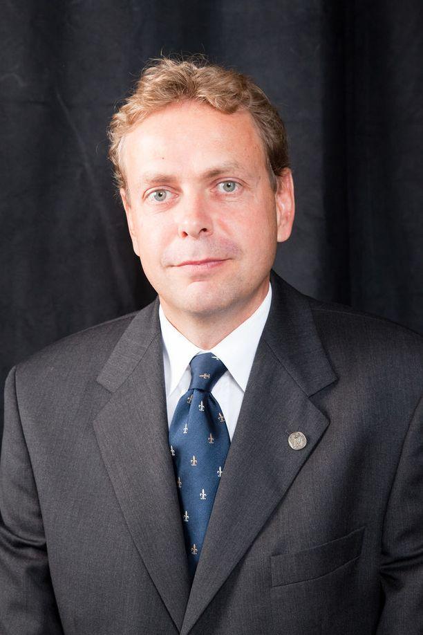 Klaus Elenius tutkii syövän geneettisten muutosten seulontamenetelmää.