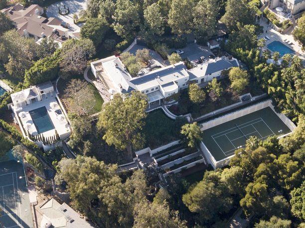 Taylor Swift asuu upeassa talossa Beverly Hillsissä Kaliforniassa.