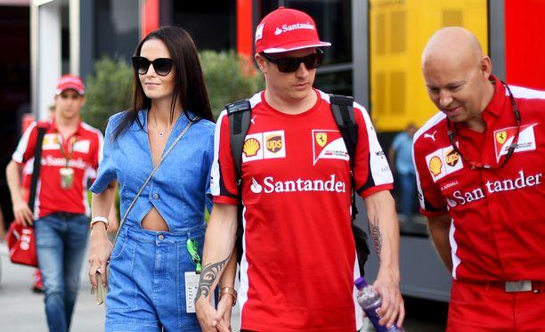 Räikkönen ja Virtanen esittelevät rakkauttaan avoimesti.