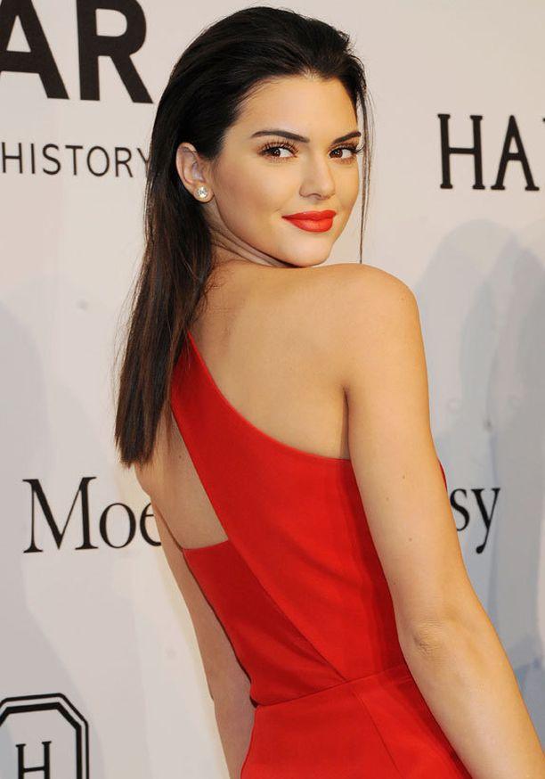 Kendall Jenner haluaa olla näytöksissä huomion keskipiste.