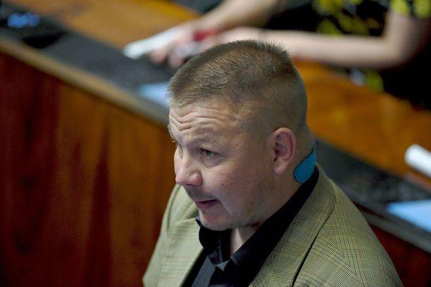 Poliisi tutkii, syyllistyikö Juha Mäenpää kiihottamiseen kansanryhmää vastaan.