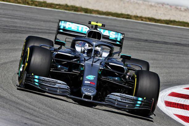 Valtteri Bottas hidasteli vahingossa Max Verstappenin nopeaa kierrosta.