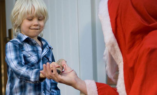 Psykologin mukaan lapsen usko joulupukkiin voi olla hyödyksi kehitykselle.
