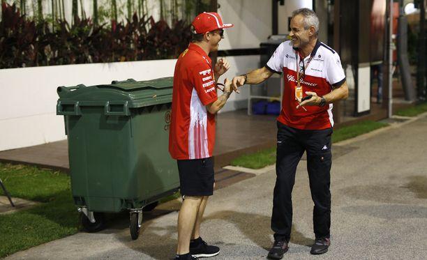 Kimi Räikkönen on tehnyt Singaporessa tuttavuutta tulevien työtovereidensa kanssa.