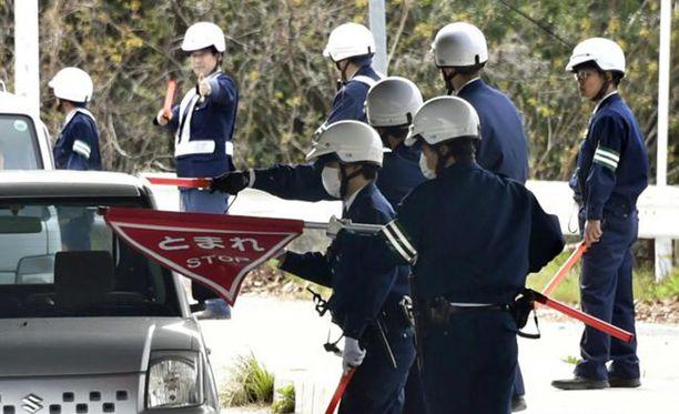 Poliisin tarkastuspisteet ärsyttävät paikallisia asukkaita.