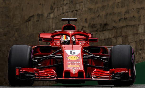 Sebastian Vettelin ratissa oleva vipu pysyy tapetilla.