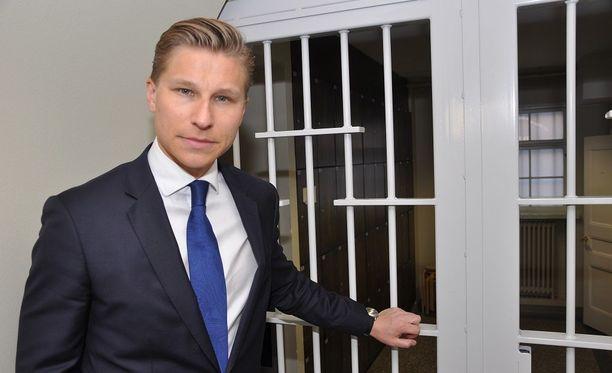Antti Häkkänen haluaa saada ylivelkaantumisen kuriin.