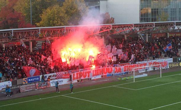 HIFK-fanien Klacken pääty pani soihdut palamaan...