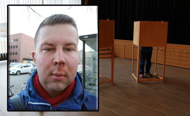 Rajala otti kuvan kasvoistaan, kun oli puhdistanut näköä haittaavat ketsupit pois kasvoiltaan ennen poliisin tuloa paikalle Tampereen keskustassa viime perjantaina.