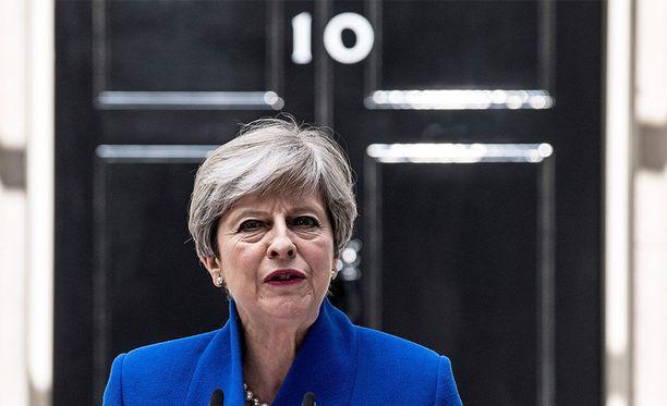 Theresa May antamassa lausuntoaan medialle perjantaina.