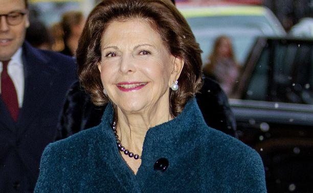 Kuningatar Silvia saapuu gaalan nauhoituksiin tiistaina 18. päivä joulukuuta. Varsinainen merkkipäivä on 23. joulukuuta.