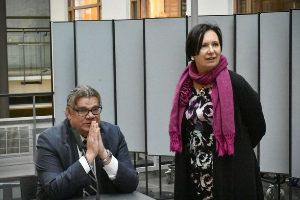 Tasa-arvosuurlähettiläs Anne Lammila kertoo, että vessa-aloitteesta ei ole keskusteltu ulkoministeri Timo Soinin kanssa.