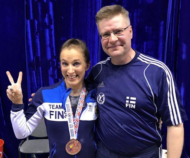 Anni Vuohijoki ja hänen valmentajansa Mika Tiainen pääsevät tänään järjestämään EM-pronssijuhlat.