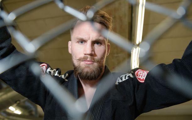 Vapaaottelija Teemu Packalén paljasti allekirjoittaneensa viime keväänä uuden sopimuksen UFC:hen.
