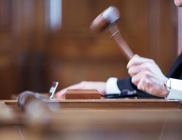 Työtapaturmaa käsiteltiin oikeudessa. Kuvituskuva.