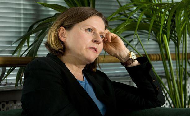 Heidi Hautala arvioi, että pienen palkan voi maksaa ilman vero- tai eläkeseuraamuksia.