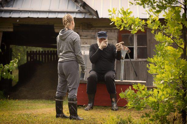Juha Mieto päätyy heristämään etusormeaan tämän illan jaksossa Noora Rädylle.