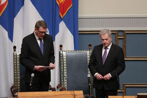 Puhemies Matti Vanhanen puhui presidentti Sauli Niinidtön jälkeen valtiopäivien avajaisissa.