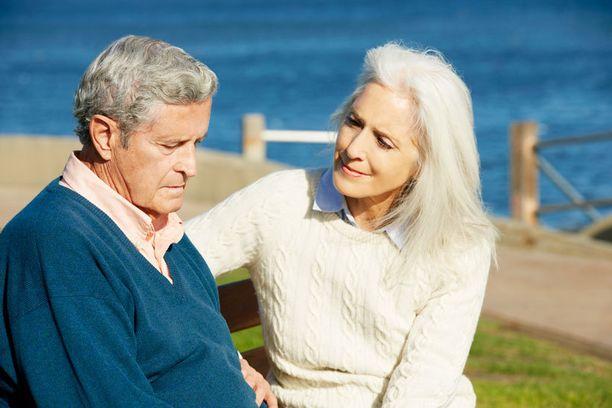 Jos ikääntyvän perheenjäsenen käytös muuttuu yllättävällä tavalla, voi syynä olla muistisairaus.