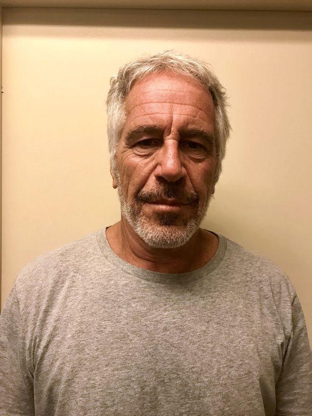 Jeffrey Epstein kuoli ennen seksuaalirikossyytteitä käsittelevää oikeudenkäyntiään.