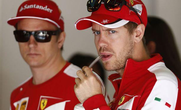 Kimi Räikkönen ja Sebastian Vettel saivat osakseen kuittailua Lewis Hamiltonille.