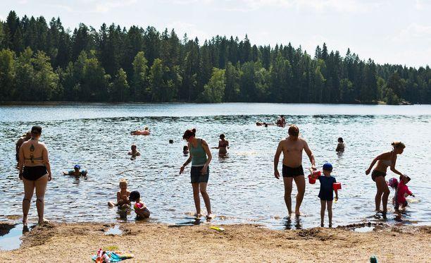Suomessa koulujen kesäloma päättyy hieman ennen elokuun puoliväliä, kunnasta riippuen. Kuvituskuva.