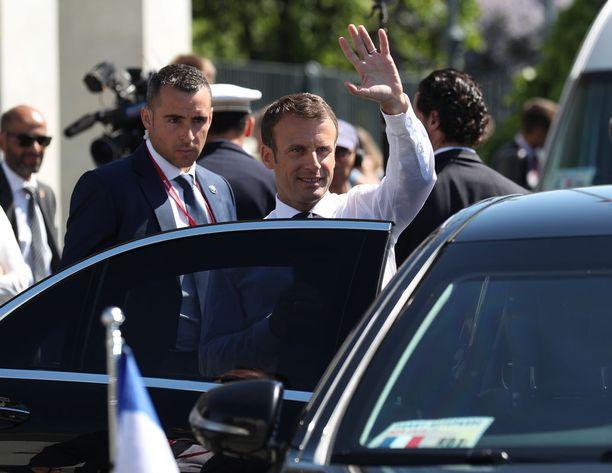 Ranskan elinkeinoelämän piirissä koetaan, että Ranskassa on totuttu sanomaan uudistuksille ei. Sen vuoksi osa epäilee, että vuosi sitten Ranskan presidenttinä aloittanut Emmanuel Macron lopettaa uudistusten tekemisen edeltäjiensä tavoin.