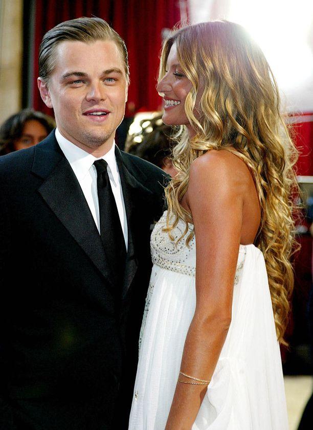 Gisele muistetaan myös suhteestaan iki-ihanaan Leonardo DiCaprioon. Kuva on vuodelta 2005.