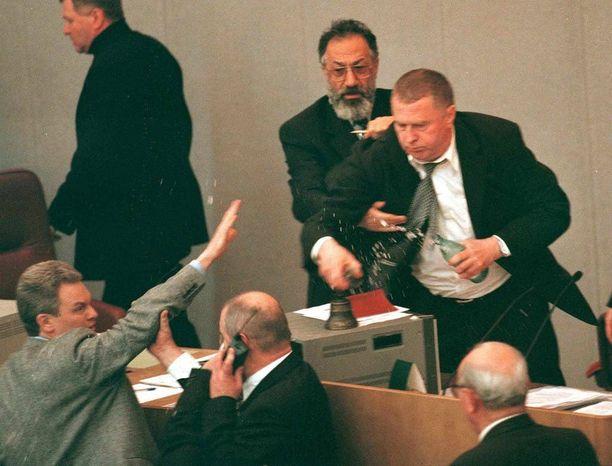 Zhirinovski on tullut tunnetuksi erikoisista tempauksistaan. Vuonna 1998 Zhirinovski riehui duumassa viskoen vettä kollegoidensa päälle.