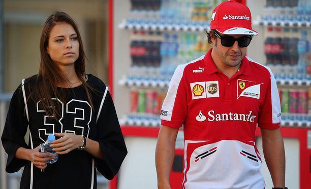 Dasha Kapustinaa ja Fernando Alonsoa ei taideta enää nähdä yhdessä F1-varikolla.