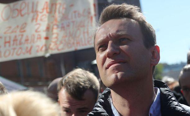 Navalnyi näyttäytyi toukokuun puolivälissä Moskovassa mielenosoituksessa, joka vastusti suunnitelmia purkaa iso määrä vanhoja asuintaloja ja rakentaa tilalle uusia. Mielenosoittajat eivät luota kaupungin lupauksiin taata asukkaiden oikeudet muutoksessa.