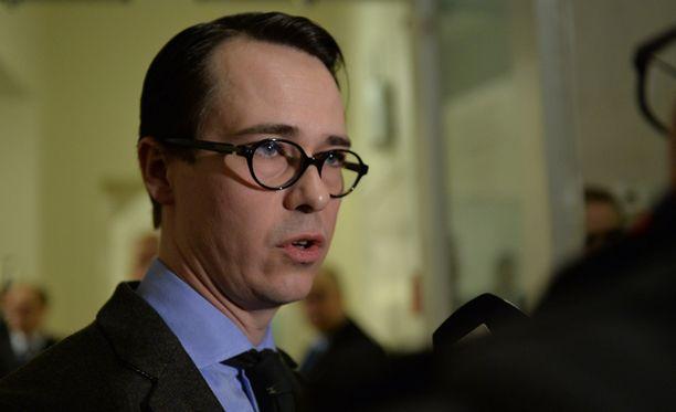 Puolustusministeri Carl Haglund ei hyväksy Venäjän toimia.