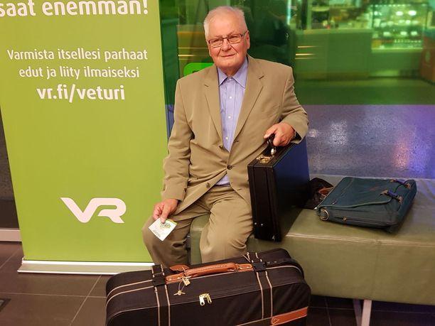 Ex-kansanedustaja Lauri Oinonen kertoo olleensa 12 vuotta VR:n hallintoneuvoston jäsen.