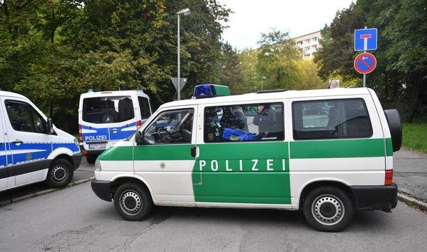 Poliisi sulki tien Chemnitzissä.